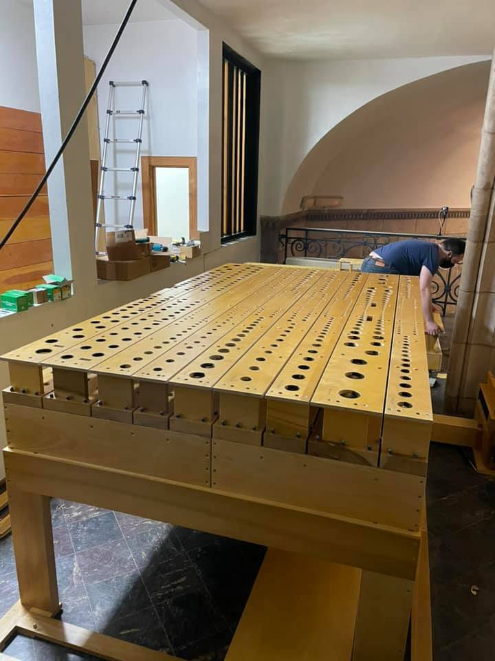 Two swell main chests in place